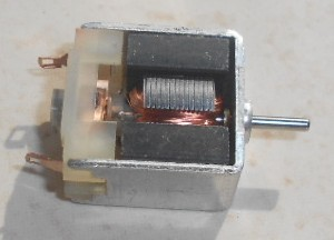 Motor Mabuchi de 3 Polos 12 v Medidas 19 x 18 x 10 mm Eje 1,5mm diámetro