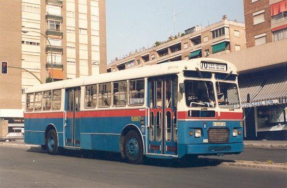 Autobús Pegaso 6035  de dos puertas para Agente Único.